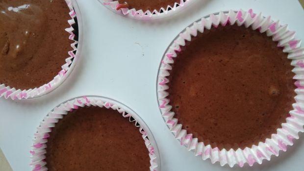 Muffiny kakaowe z kostką białej czekolady