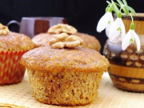 Muffiny orzechowe  z polewą cynamonową