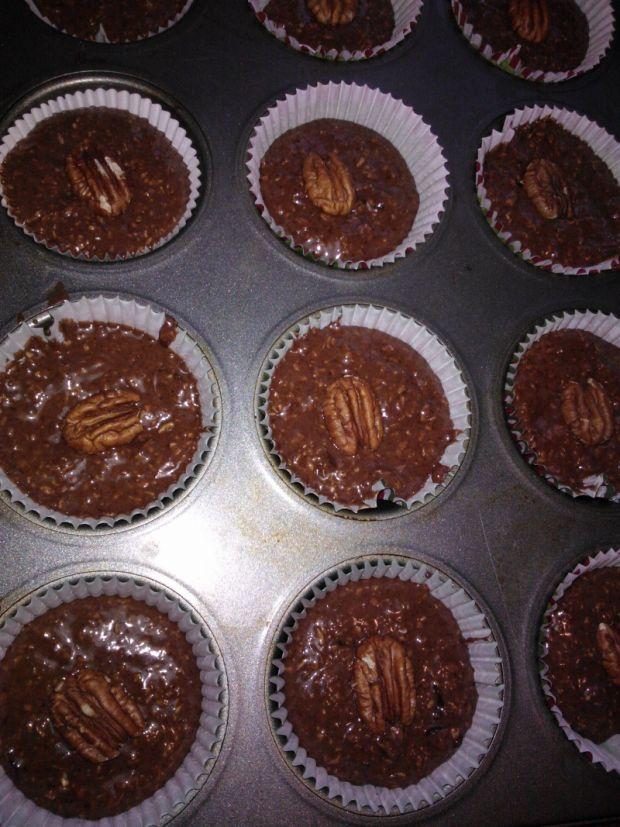 Muffiny owsiane z żurawiną i orzechami pekan