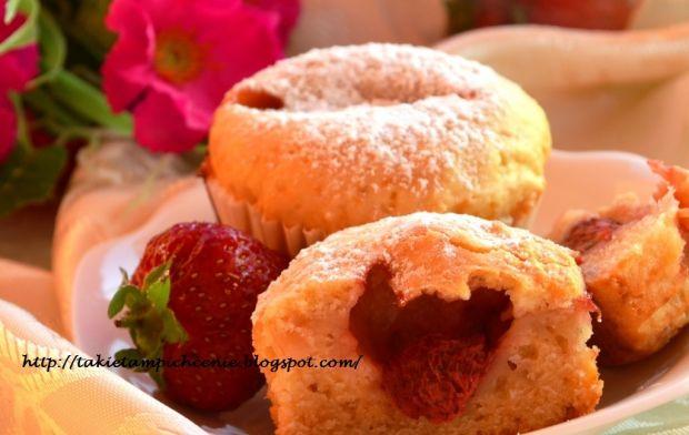 Muffiny waniliowe z truskawkami
