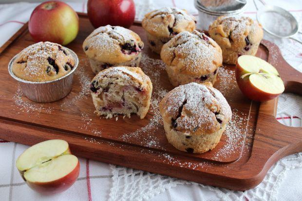 Muffiny z aronią i jabłkiem