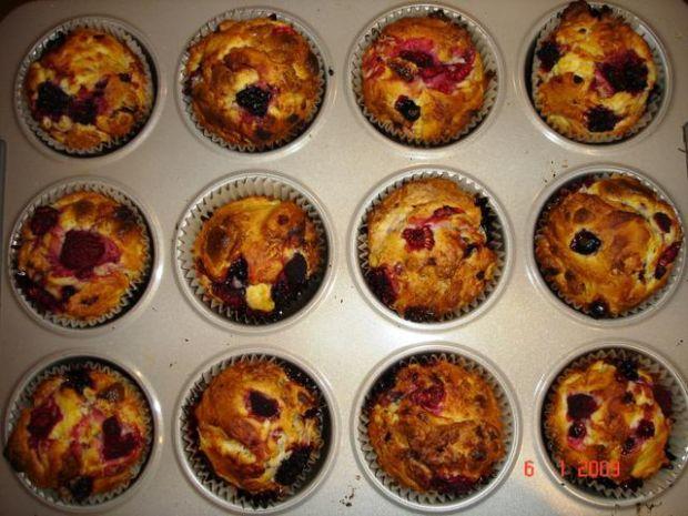 Muffiny z białą czekoladą i owocami