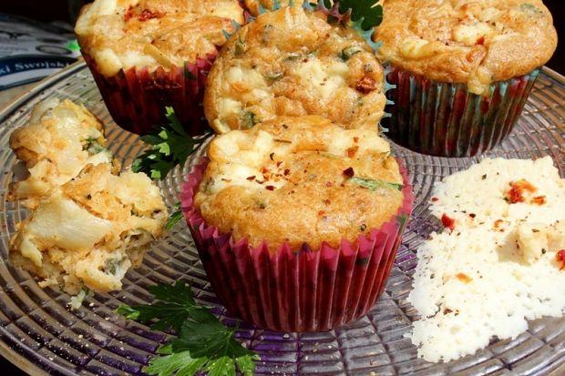 Muffiny z cebulą i serem korycińskim