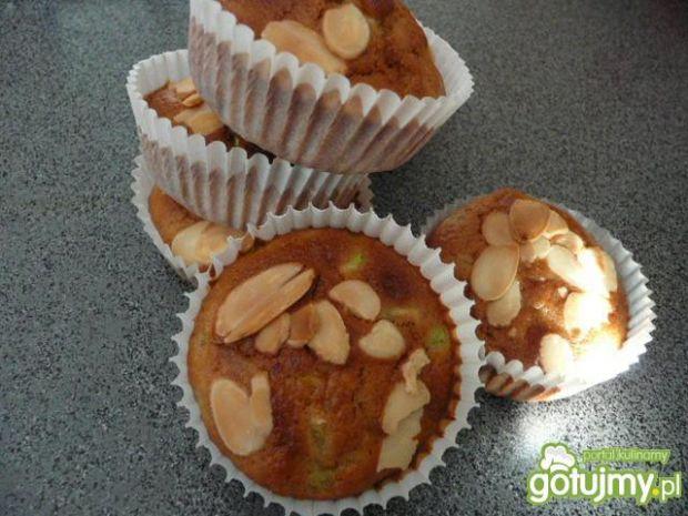Muffiny z cukinią i migdałami