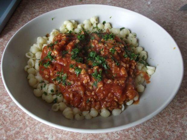 Muszelki piccolo z mięsno pomidorowym sosem