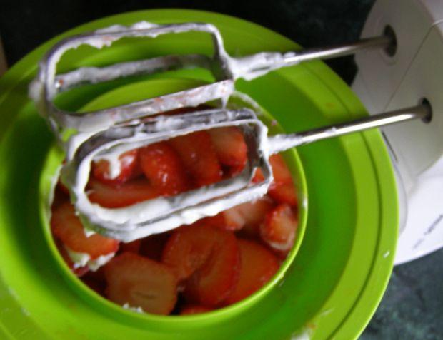 Na zimno sernik z truskawkami,miętą