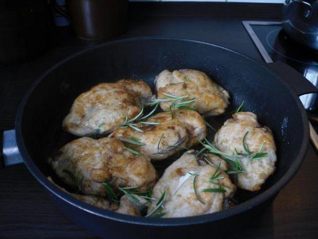 Nadziewane piersi z kurczaka.