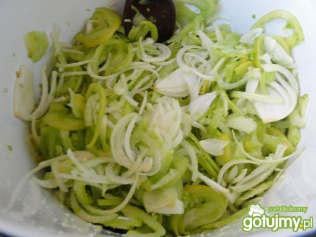 Najprostsza sałatka z zielonych pomidoró