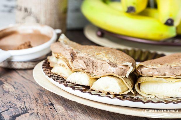 Naleśniki nadziane musem czekoladowym i bananami