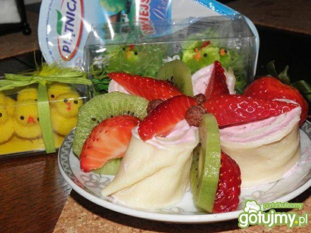 Naleśniki serowo-truskawkowe.