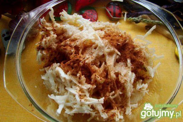 Naleśniki z ciepłym mussem jabłkowym