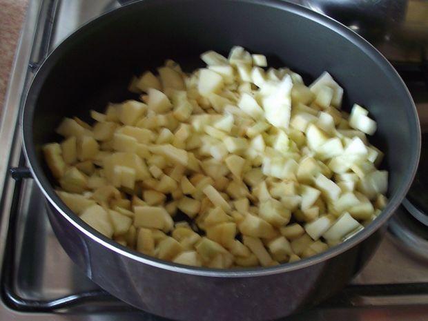 Naleśniki z jabłkami z cynamonem i orzechami