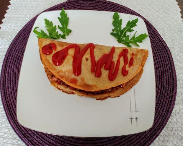 Naleśniki z mięsem mielonym, papryką i pieczarkami