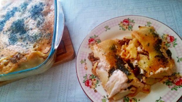 Naleśniki z mięsem zapiekane pod sosem majonezowym