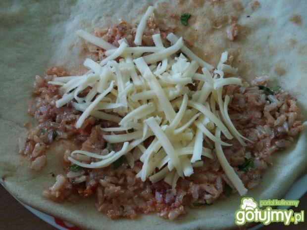 Naleśniki z ryżem i suszonymi pomidorami