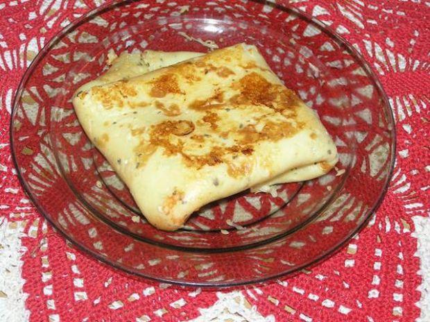Naleśniki z serem, bazylią i szynką