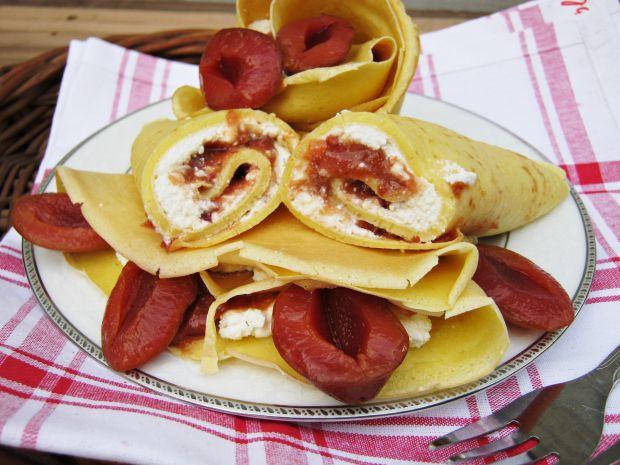 Naleśniki z serem i śliwkami