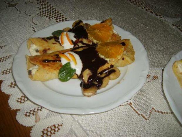 Naleśniki z serem i sosem czekoladowym