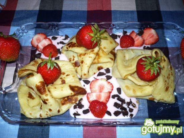 Naleśniki z truskawkami