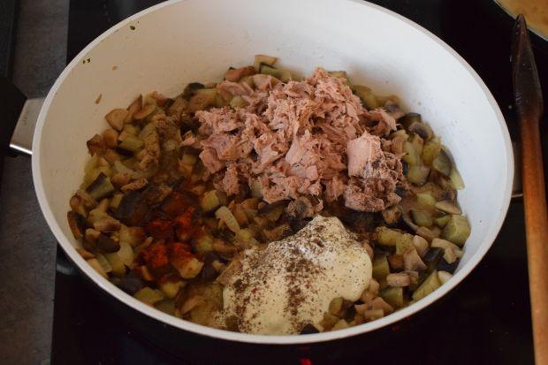 Naleśniki z tuńczykiem, bakłażanem i pieczarkami