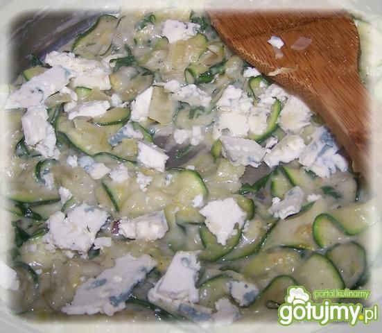 Naleśniki z warzywami, serem i mniszkiem
