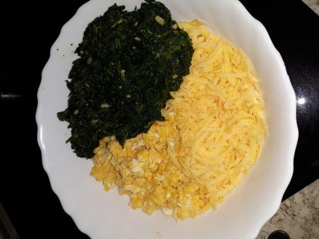 Naleśniki ze szpinakiem,jajecznicą i żółtym serem