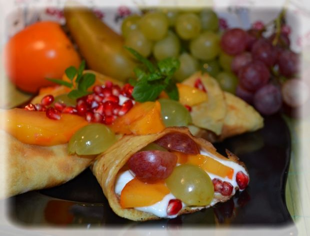 Naleśnikowe rożki z owocami
