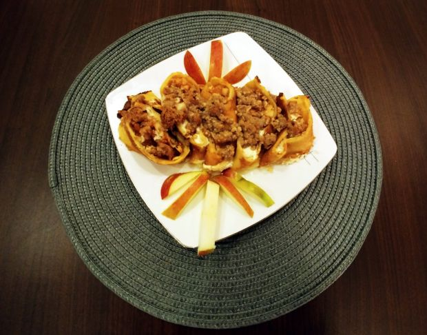 Naleśnikowe ślimaczki z orzechową kruszonką