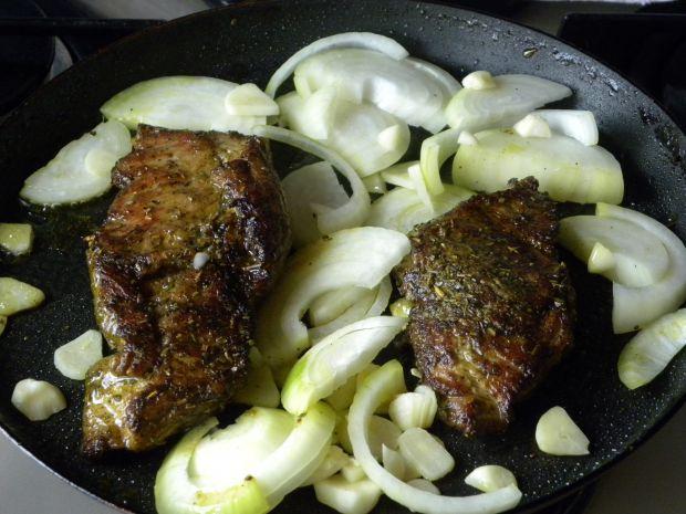 Naleśnikowe zawijańce z mięsem i boczniakami