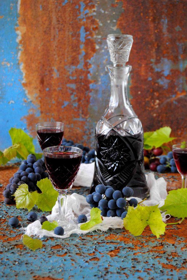 Nalewka z ciemnego winogrona