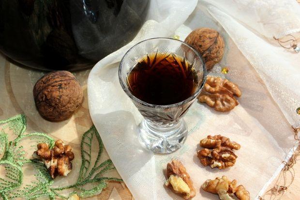 Nalewka z zielonych orzechów włoskich (orzechówka)