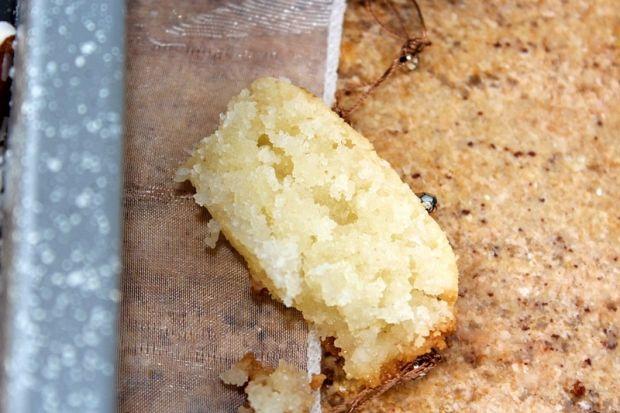 Namoura - arabskie ciasto z kaszy manny i kokosa