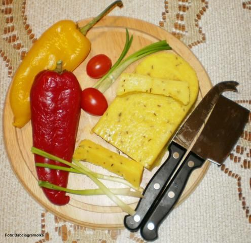 Ni to żółty – ni topiony (ser ):