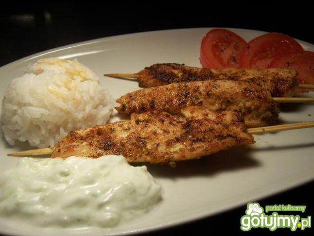 Niby kebab drobiowy z sosem greckim