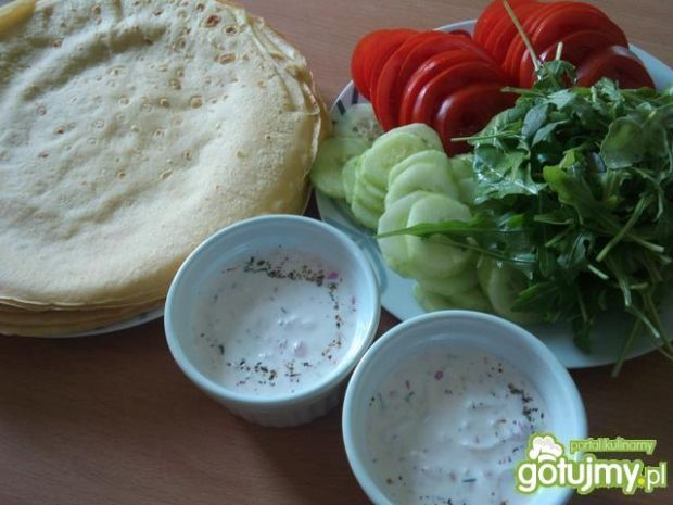 Niby-tortilla z kurczakiem w pesto
