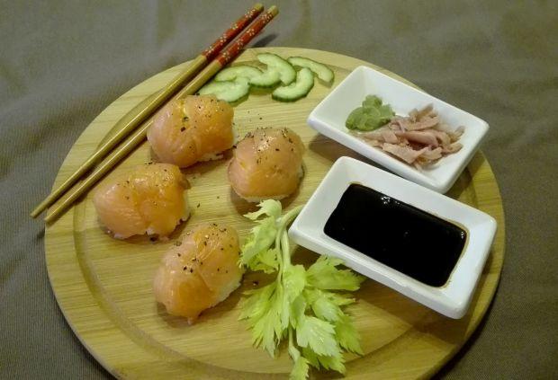 Nigiri sushi z łososiem