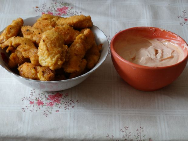 Nuggetsy z kurczaka z sosem