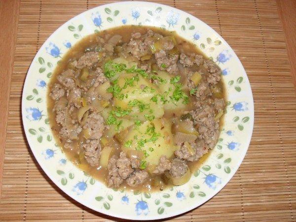 Obiad z mielonego miesa.