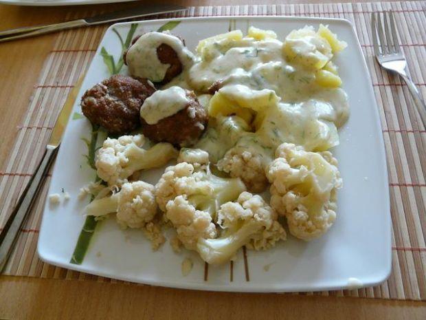 Obiadek z sosem koperkowym