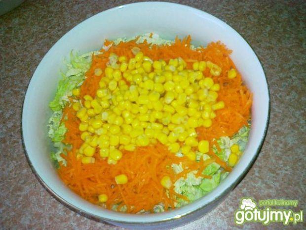 Obiadowa pekinka z bazylią i kukurydzą