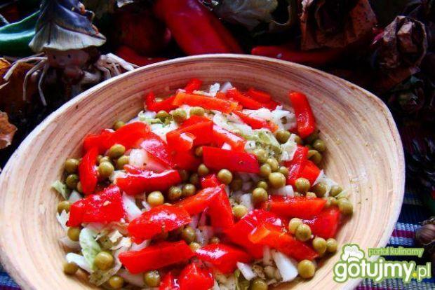 Obiadowa pekińska sałatka