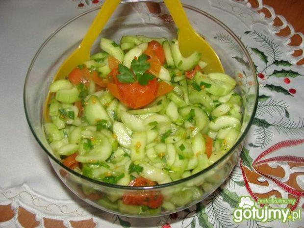 Obiadowa sałatka z ogórka i pomidorka
