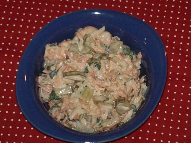 Obiadowa surówka z kiszonym ogórkiem