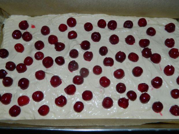 Odwrócone ciasto jogurtowe z wiśniami