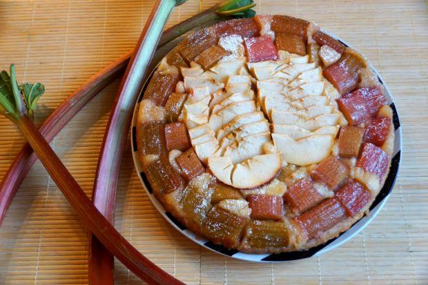 Odwrócone ciasto z rabarbarem i jabłkami