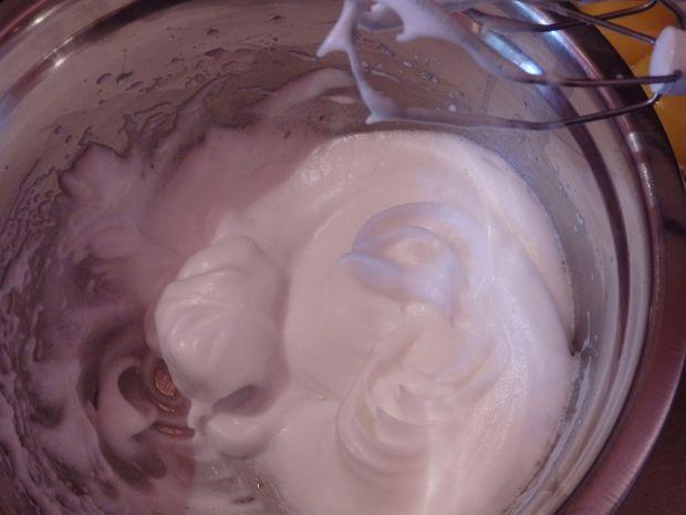 Omlet kokosowy z frużeliną wiśniową