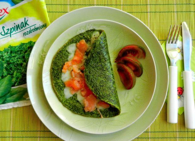 Omlet szpinakowy z łososiem wędzonym i mozzarellą
