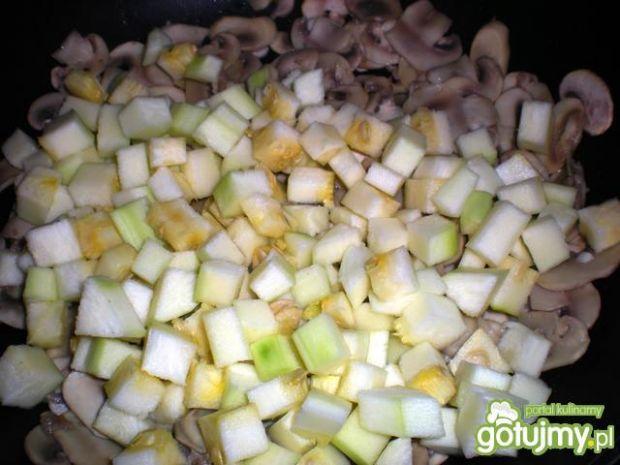 Omlet z cukinii i pieczarek