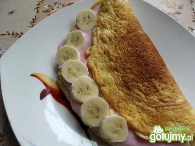 Omlet z jogurtem i bananem