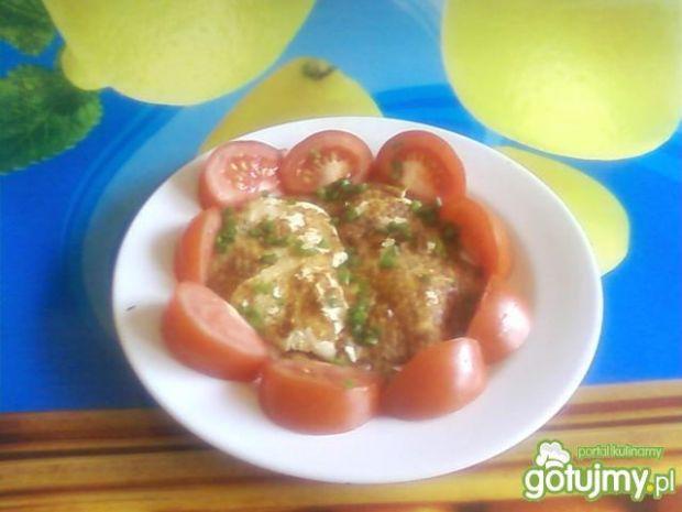 Omlet z polędwiczkami z kurczaka.